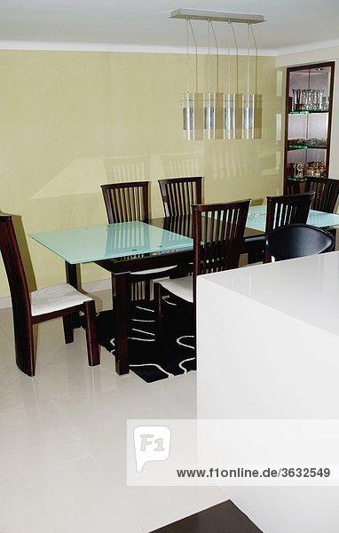 Stuhl am Tisch essen Zimmer Tisch