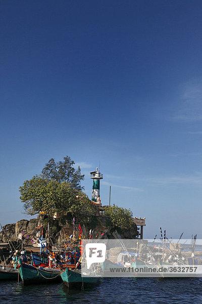 Die Hafeneinfahrt mit Leuchtturm von Phu Quoc  Vietnam  Asien