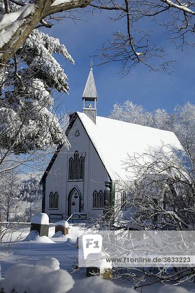 Kirche  verschneite Landschaft im Winter  Kanada