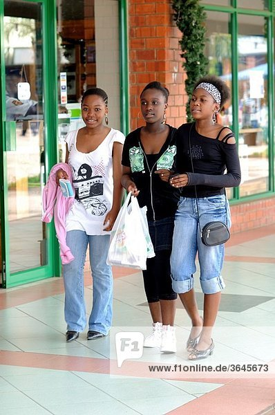 Young women at arcades shopping centre  Lusaka  Zambia