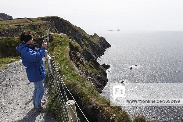 Steilküste  Aussichtspunkt Skelling View nahe Portmagee  Skelling Ring  County Kerry  Irland  Britische Inseln  Europa