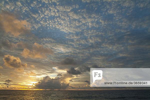 Sonnenuntergang  Chuuk  Truk Insel  Mikronesien  Pazifik