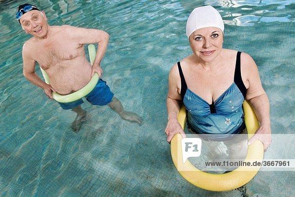 benutzen fließen Schwimmbad