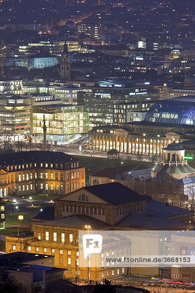 Blick von der Uhlandshöhe auf Stuttgart bei Nacht  Dämmerung  beleuchtet  Stuttgart  Baden-Württemberg  Deutschland  Europa