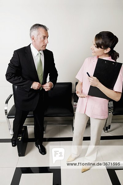 Patienten mit einem Arzt Beratung