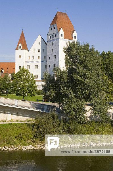 Ingolstadt Donau Oberbayern Deutschland Neues Schloss über der Donau