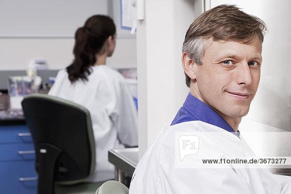 Ärzte in einem Labor erforscht