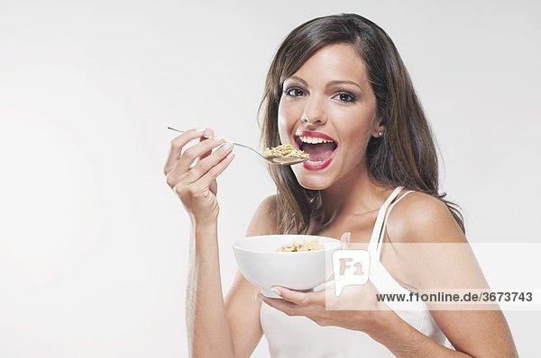 Portrait einer Frau Getreide essen