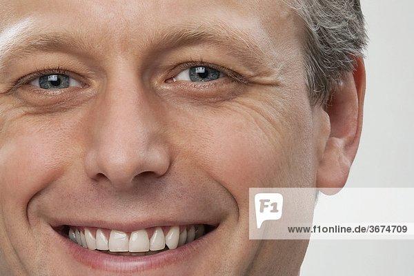 Portrait eines Arztes lächelnd