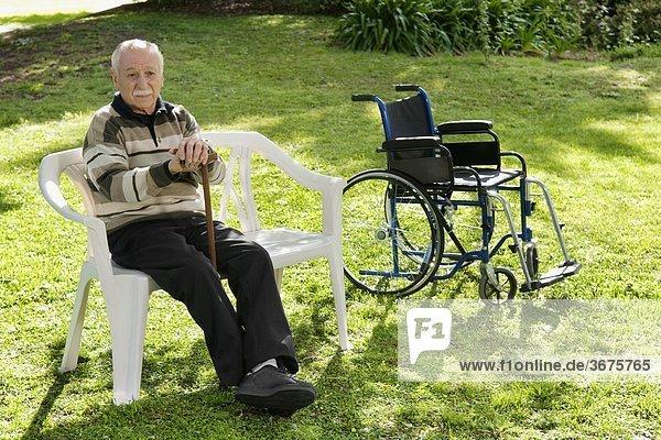 sitzend Mann Stuhl