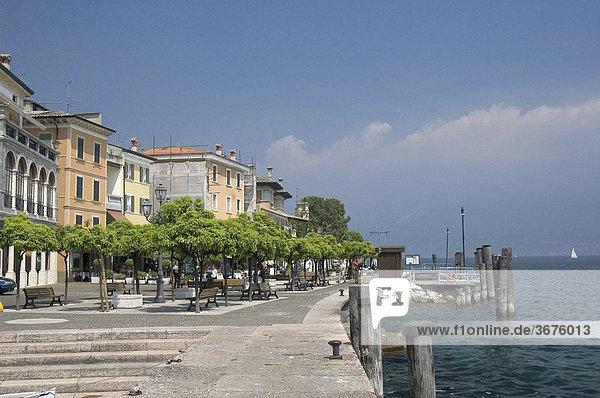 Hafen und Pier in Gargnano am Gardasee  Italien