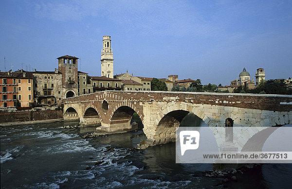 Italien Venetien Verona Etsch Ponte Pietra Dom