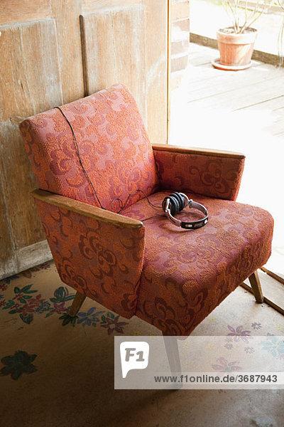 Kopfhörer auf einem Sessel