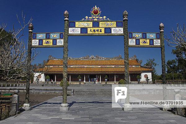 Eingangsbereich des Kaiserpalastes in Hue  Vietnam  Südostasien
