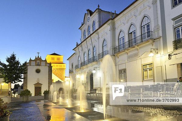 Praca do Sertorio square  Evora  UNESCO World Heritage Site  Alentejo  Portugal  Europe