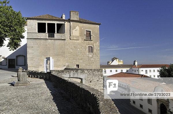 Part of the historic city walls of Evora  UNESCO World Heritage Site  Alentejo  Portugal  Europe