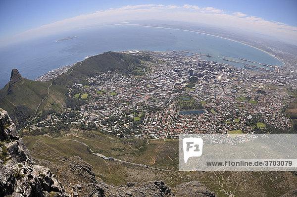 Panorama von Kapstadt  Blick vom Tafelberg  Table Mountain  Südafrika  Afrika