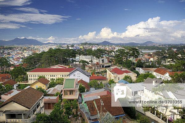 Ausblick über die Dächer von Dalat  Zentrales Hochland  Vietnam  Asien