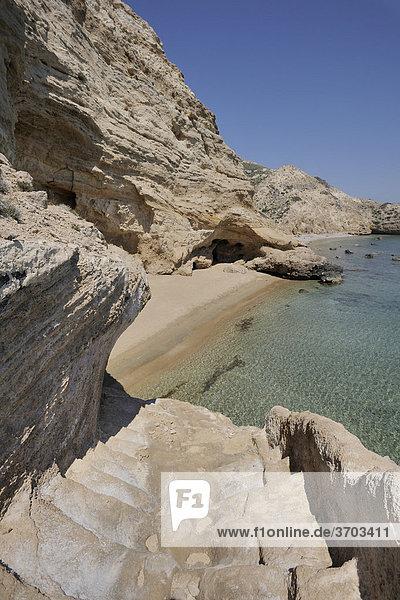 Ein aus dem Stein gehauener Weg führt zu einer einsamen Badebucht  Kap Fo_rni  Rhodos  Griechenland  Europa
