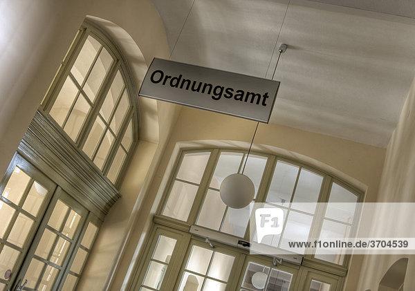 Innerhalb eines Amtsgebäudes in Deutschland