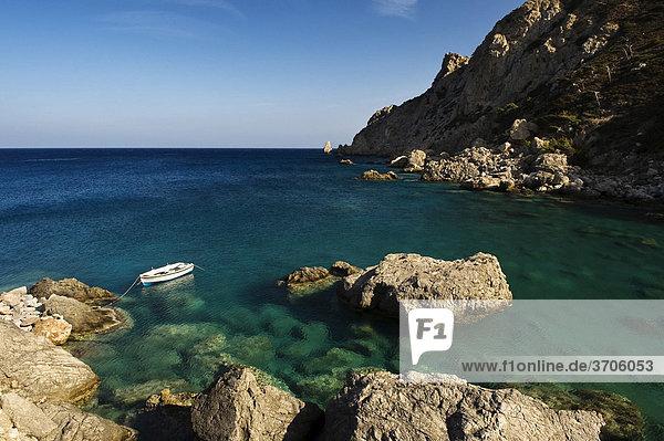 Ruderboot bei Agios Nikolaos  Spoa  Insel Karpathos  Ägäische Inseln  Ägäis  Dodekanes  Griechenland  Europa