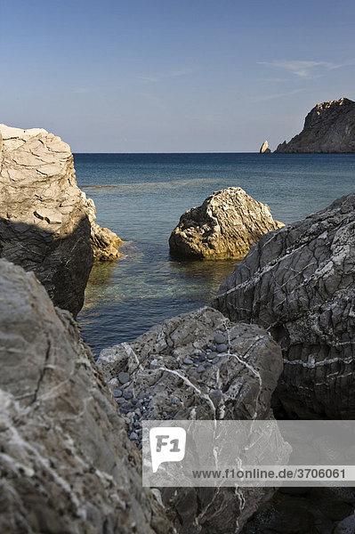 Felsen an der Ostküste bei Spoa  Insel Karpathos  Ägäische Inseln  Ägäis  Dodekanes  Griechenland  Europa