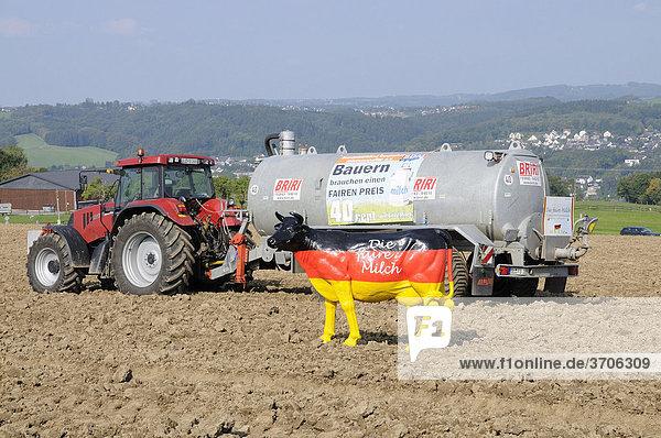 Milchbauern protestieren für faire Milchpreise  Overath  Rheinisch-Bergischer Kreis  Nordrhein-Westfalen  Deutschland  Europa