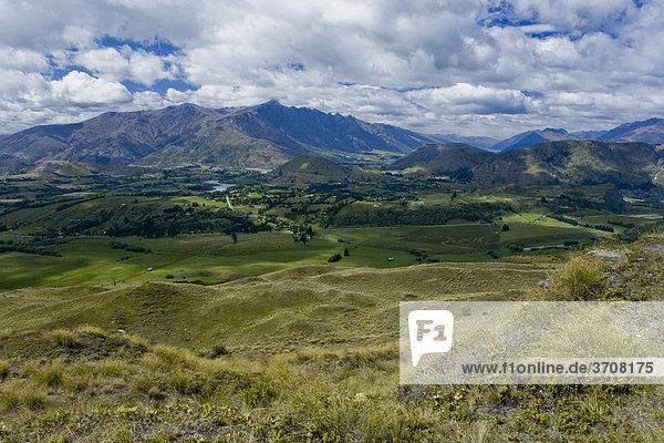 Blick auf das Tal von Frankton  Queenstown  Otago  Südinsel  Neuseeland