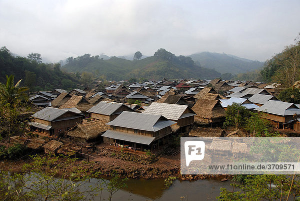 Overlooking the village of the Tai Lue ethnic group on the Lue river  roofs made of straw and corrugated iron  Ban Neua Gnay Xie  Gnot Ou district  Yot Ou  Phongsali  Phongsali province  Laos  Southeast Asia  Asia