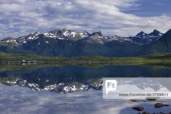 Vatnfjorden  Insel Austvagoeya  Lofoten  Norwegen  Skandinavien  Europa