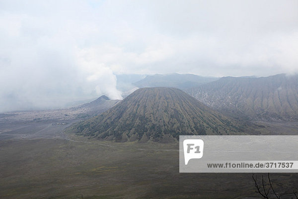 Mount Bromo Vulkan und erloschener Vulkan  Java