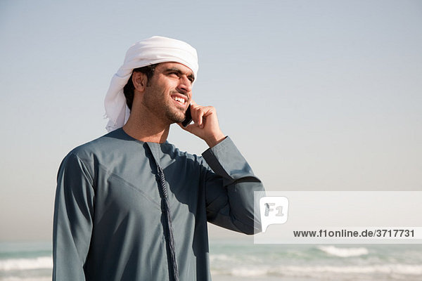 Handy benutzen Strand Mittelpunkt Kurznachricht