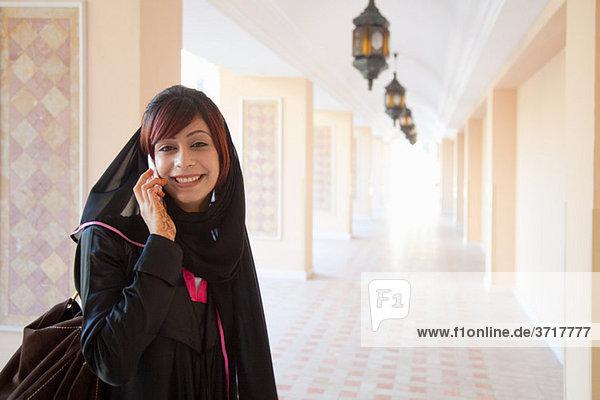 Nahost-Frau mit Handy