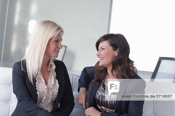 Geschäftsfrau Gespräch
