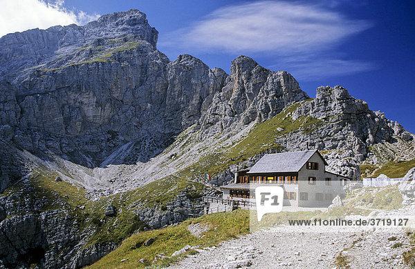 Berghütte am Monte Civetta in den Dolomiten  Italien
