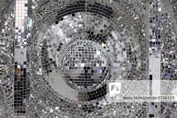 Spiegelkugel  Diskokugel  glänzender abstrakter Hintergrund