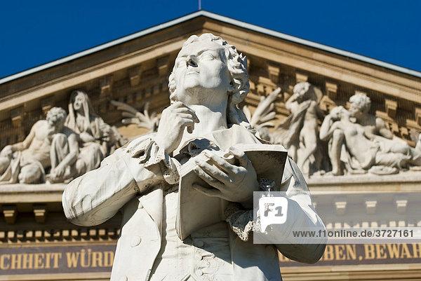 Goethe Denkmal  Hessisches Staatstheater  Wiesbaden  Hessen  Deutschland Goethe Denkmal, Hessisches Staatstheater, Wiesbaden, Hessen, Deutschland