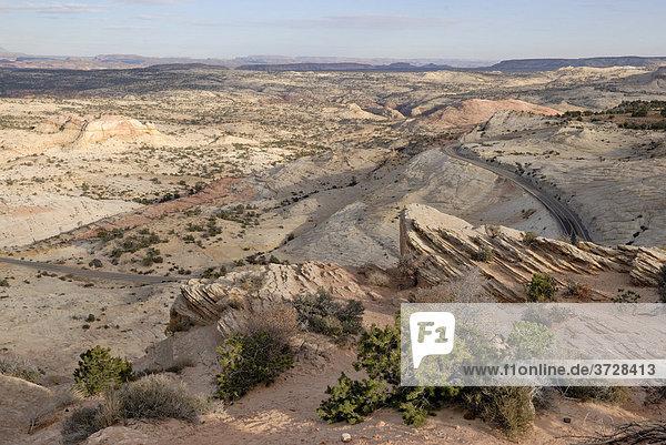 Blick über die Plateaulandschaft vor den Henry Mountains bei Escalante am Highway 12  Utah  USA