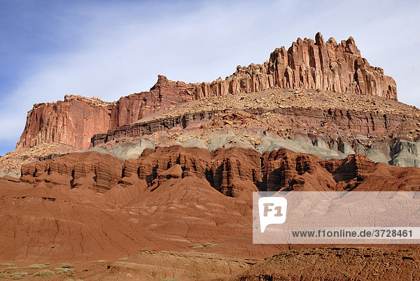 The Castle  Felsformation aus rotem und grauem Sandstein  Capitol Reef National Park  Utah  USA