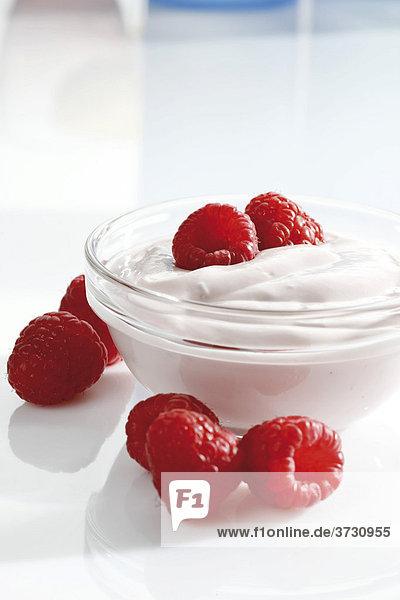 Himbeer Joghurt im Glasschälchen