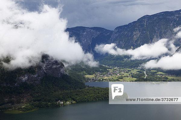 Obertraun am Hallstätter See  Blick vom Rudolfsturm über Hallstatt  Salzkammergut  Oberösterreich  Österreich  Europa