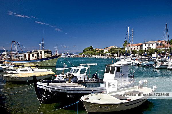 Hafen von Malinska  Insel Krk  Kroatien