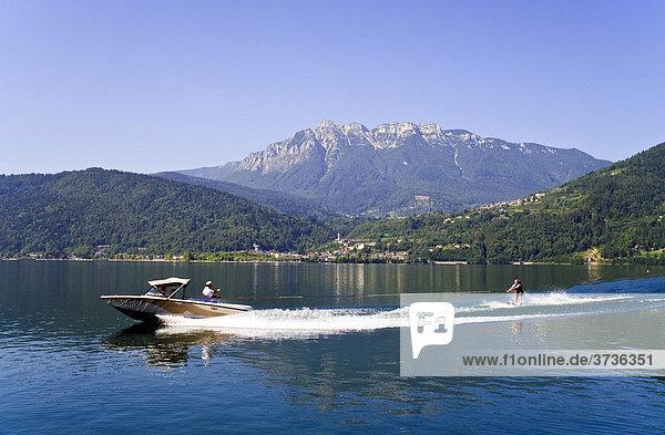 Wasserski-Fahrer auf dem Lago di Caldonazzo  Trentino  Italien  Europa
