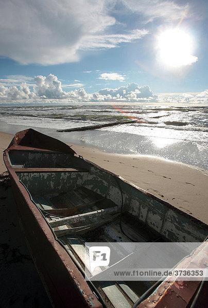 Bootswrack an der Ostseeküste  Nationalpark Kuröiu Nerija Kurische Nehrung in Litauen