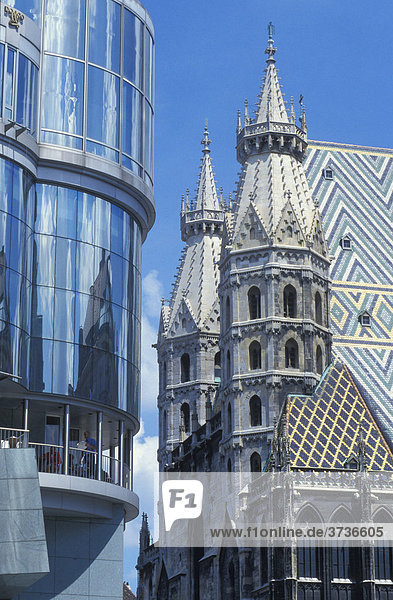 Haas building and Stephansdom Cathedral  Stephansplatz Square  Vienna  Austria  Europe