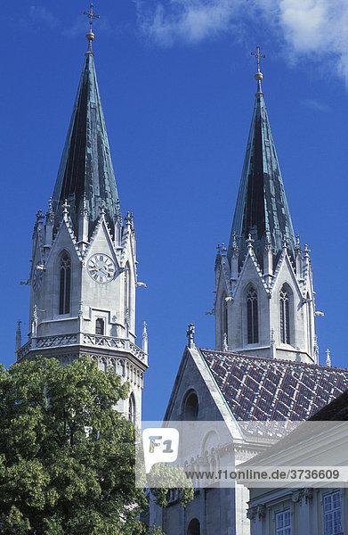 Türme der Stiftskirche  Stift Klosterneuburg  Klosterneuburg  bei Wien  Österreich  Europa