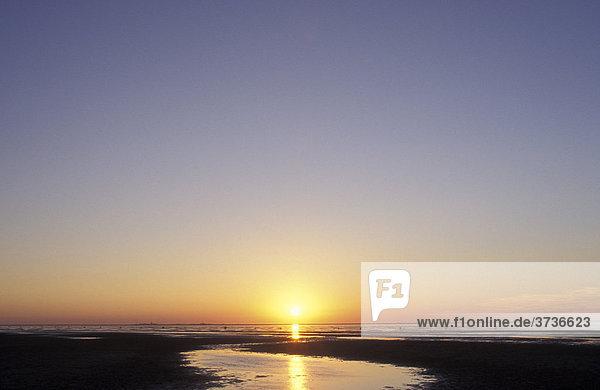 Sonnenuntergang bei Cuxhaven-Duhnen  Ebbe  Watt  Wattlandschaft  Cuxhaven  Nordsee  Nordseeküste  Niedersachsen  Deutschland  Europa