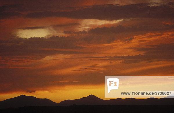 Abendhimmel  Himmel  dramatisch  rot  Wolken  Lanzarote  Kanarische Inseln  Spanien  Europa