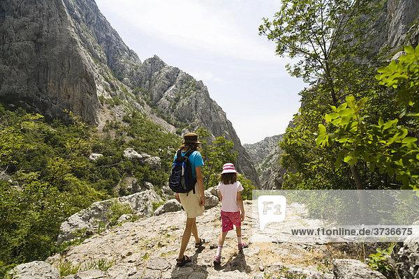 Wanderer  Velika Paklenika  Paklenica Nationalpark  Dalmatien  Kroatien  Europa