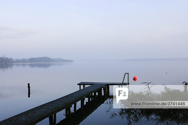 Bootsanleger am Schaalsee bei Zarrentin  Zarrentin  Mecklenburg-Vorpommern  Deutschland